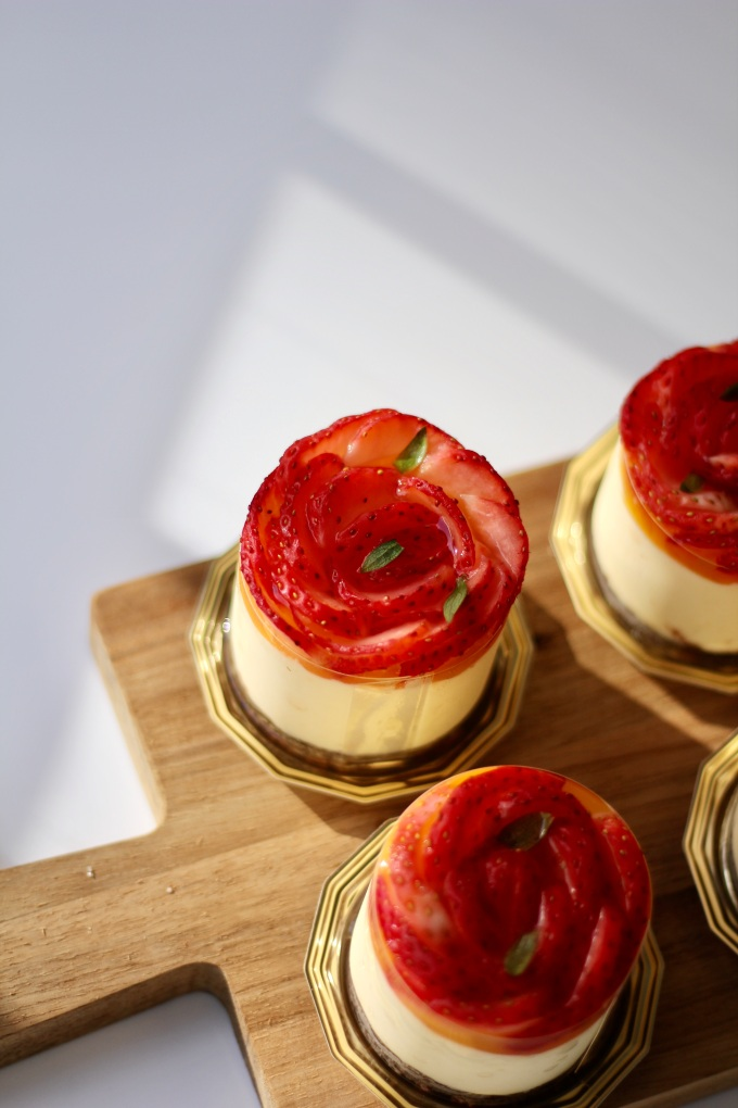 strawberry passionfruit cakes
